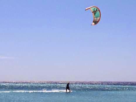 Lokasi terbaik untuk kitesurfing alias selancar angin di Indonesia adalah Pulau Tabuhan.