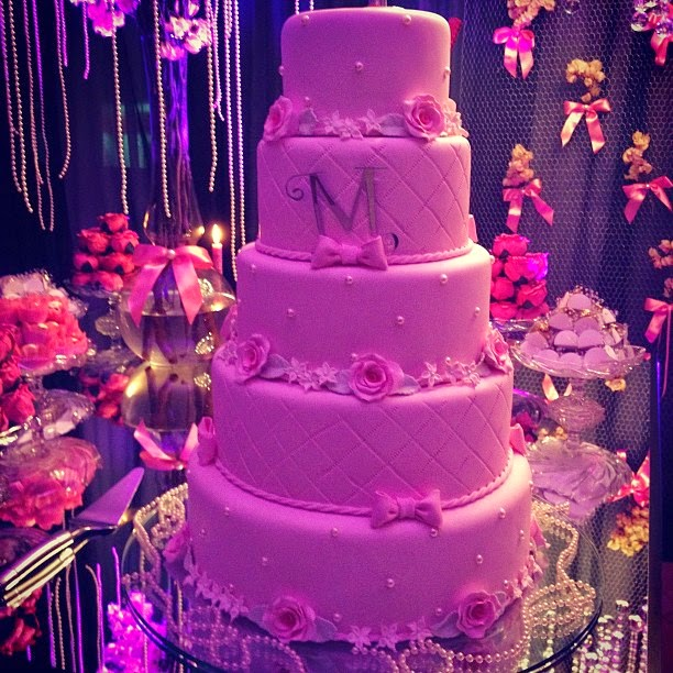 Moda e bom gosto bolos dos meus 15 anos gente olha so como morgana santana fez o estilo da sua festa foi um estilo romntico quem no acho lindo olha esse bolo todos detalhes essas rosas esse thecheapjerseys Choice Image