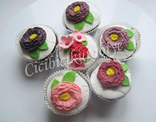 çiçekli cup cake