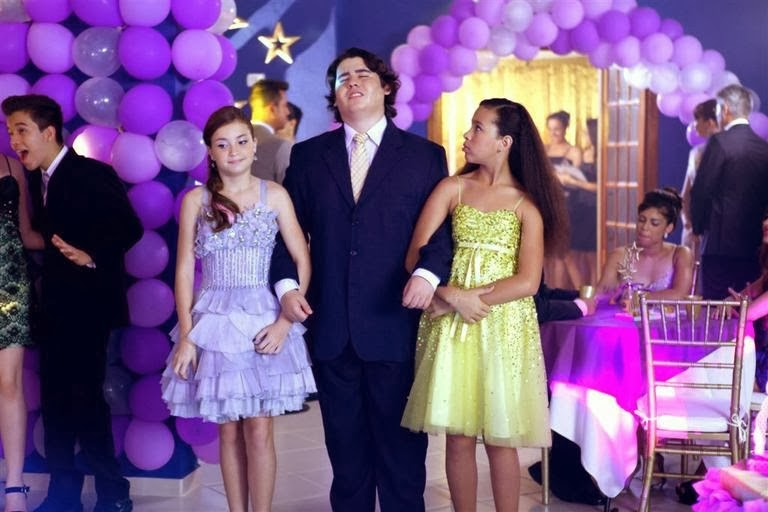 Novela Chiquititas 2014 SBT Bia Rafa e Pata chegando no Baile da Escola