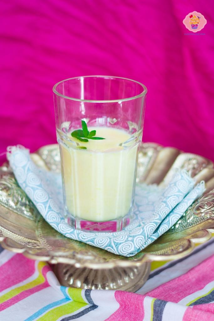 koktajl ananasowy, ananas koktajl, przepis na koktajl z ananasem, ananasowe lassi
