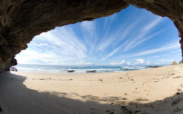 """<img src=""""2.bp.blogspot.com/-UUFRjVtgHQw/UeCiXJ2AtXI/AAAAAAAAAxQ/Y39ShZVUuEU/s1600/wallpaper-476.jpg"""" alt=""""Beach wallpapers"""" />"""