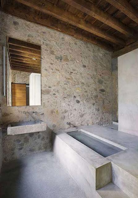 Ванная комната в каменном стиле