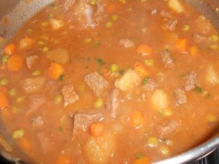 Stufato di Manzo a cottura lenta con carote, patate e piselli