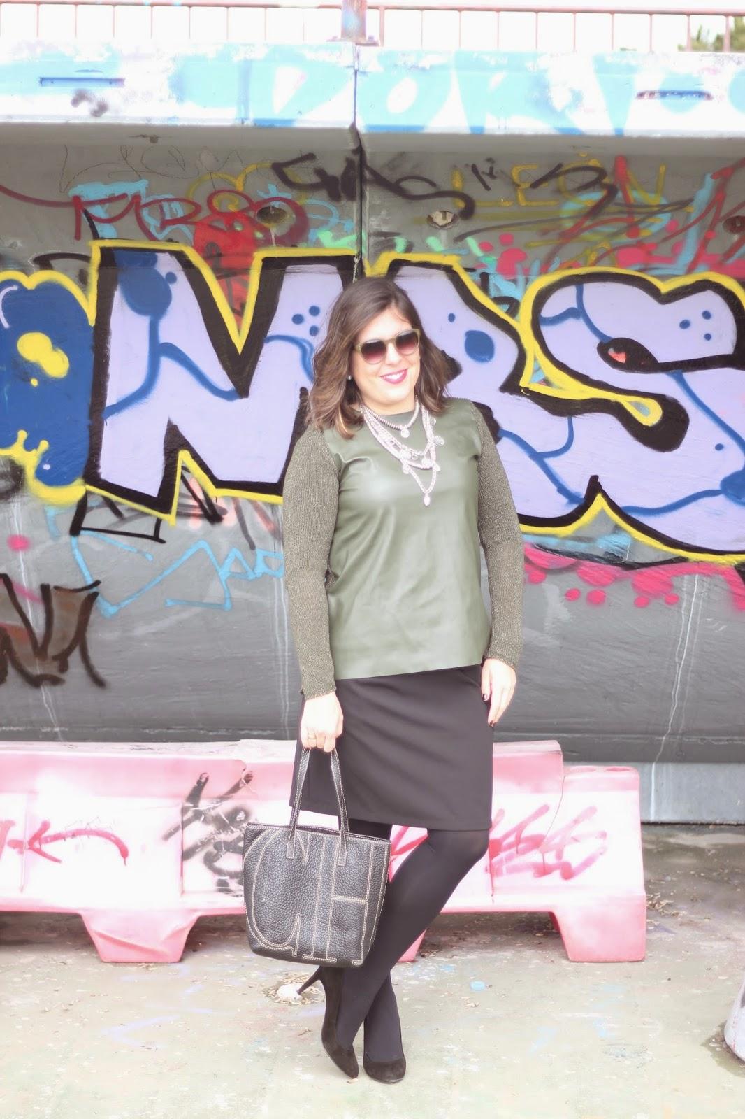 photo-look-blogger-street_style-kakhi_jumpsuit-black_skirt