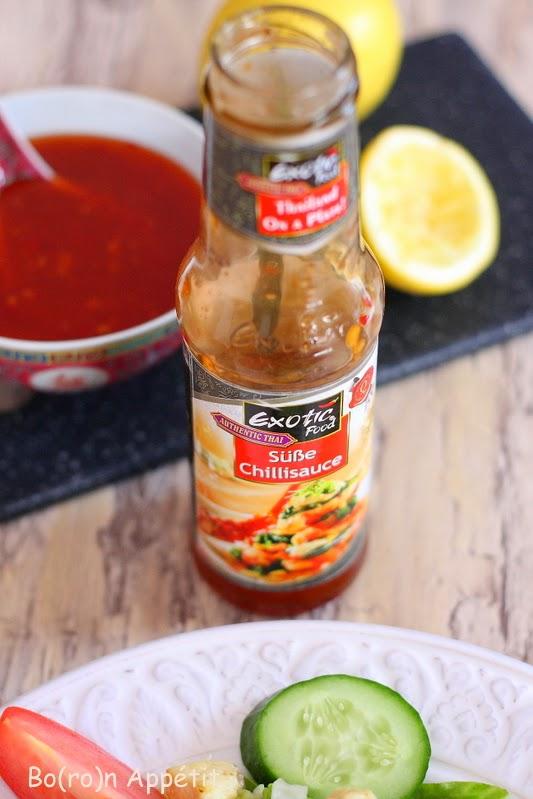 Przepis na sałatkę z kurczakiem i sosem chili