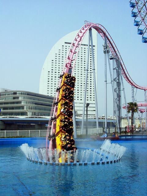 Amazing roller coaster -The Diving Coaster