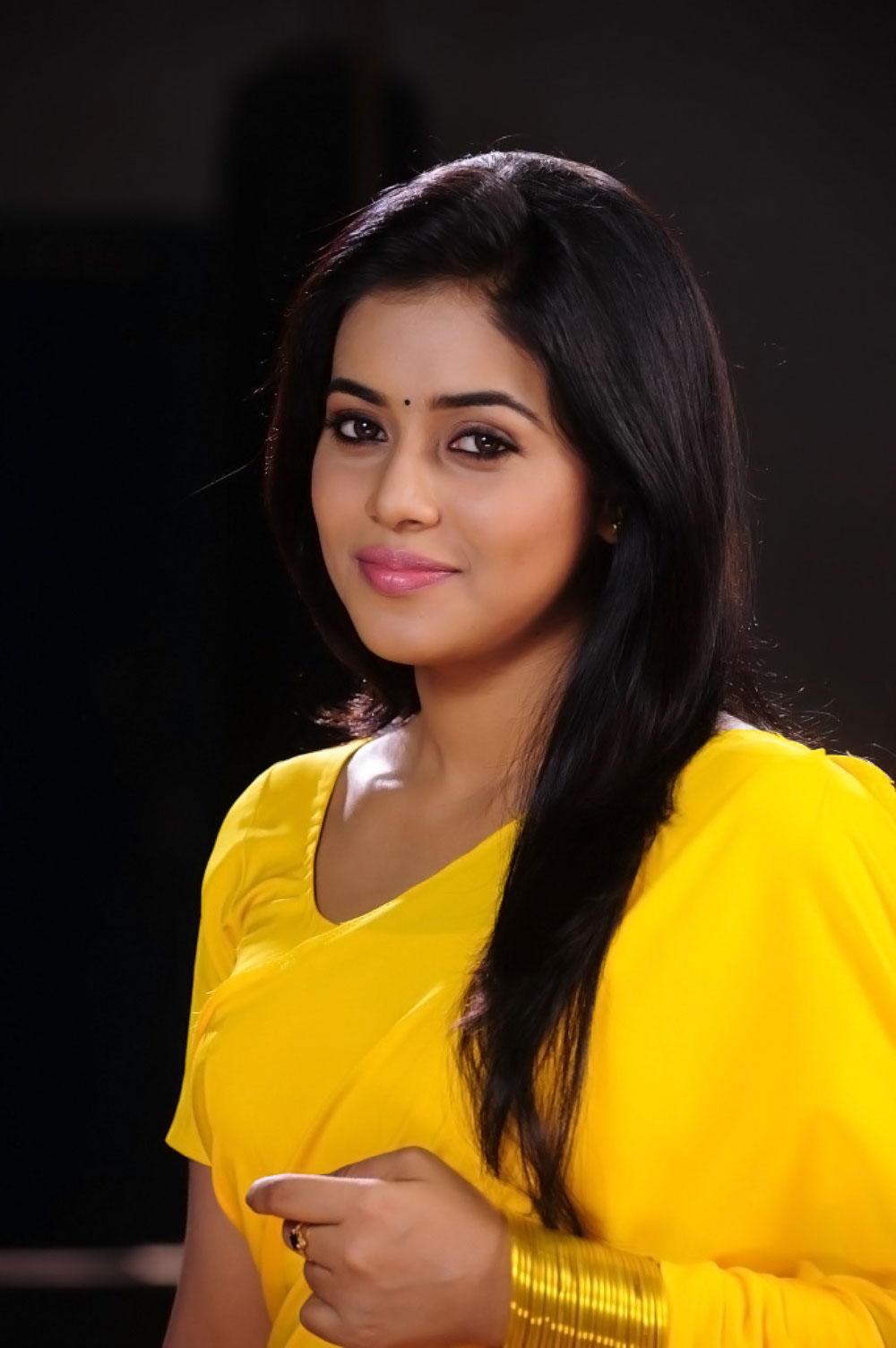 Poorna in Yellow Saree and Yellow Tight Blouse Choli Spicy Pics