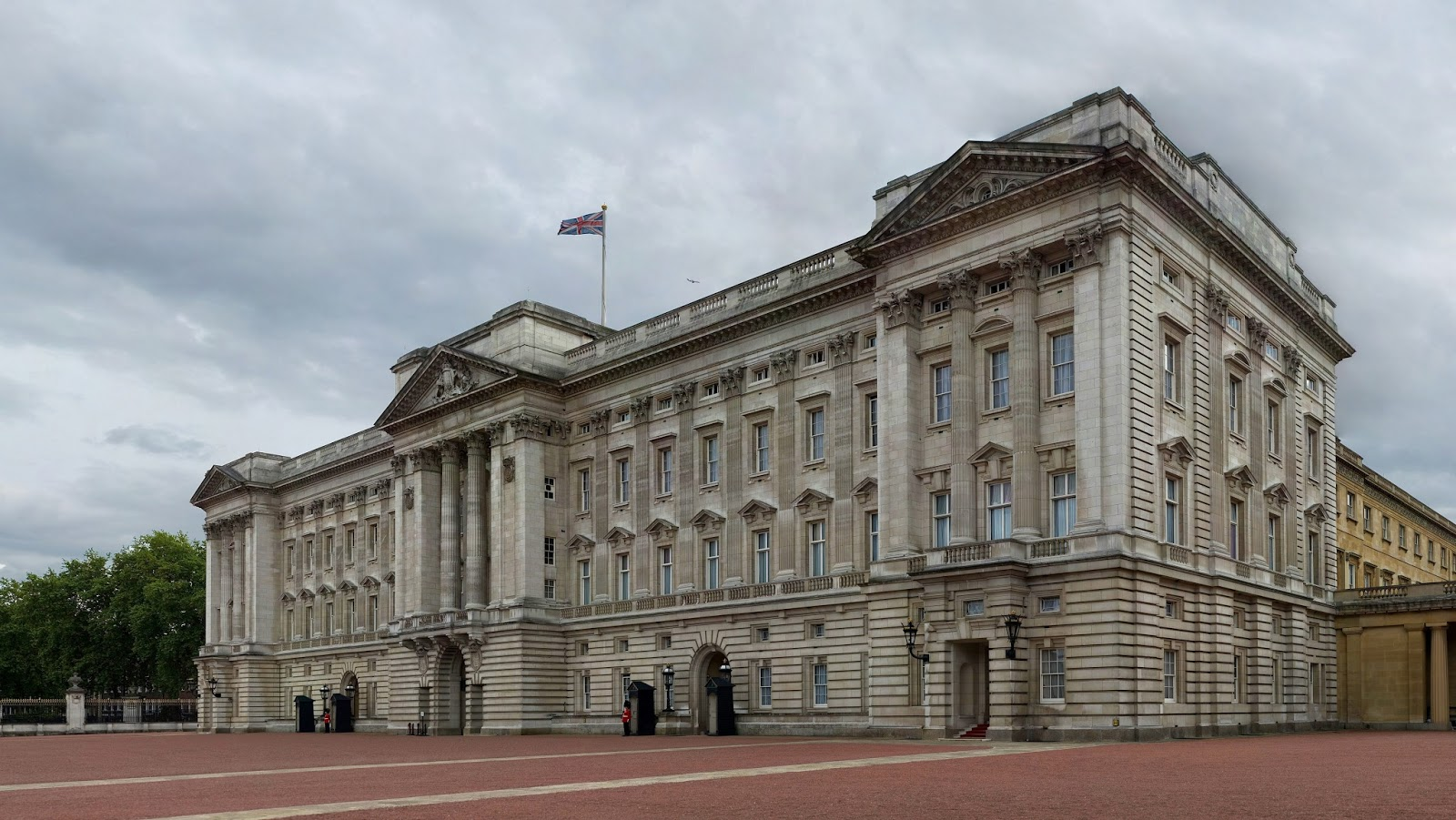 The Buckingham Palace Most Visited Spot London World