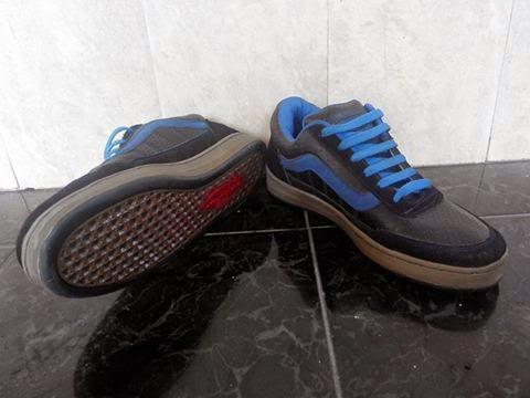 Sepatu VANS Surakarta
