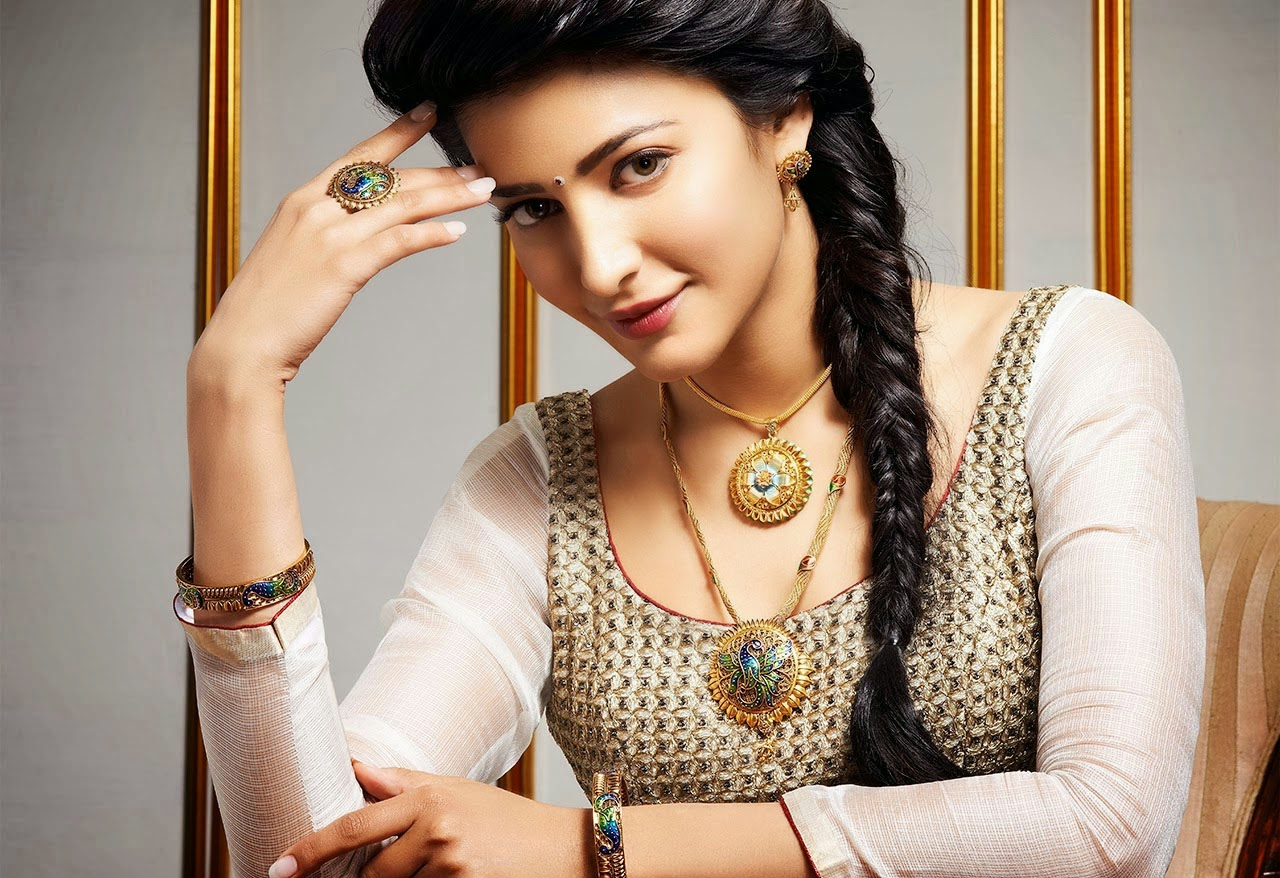 Cute Shruthi Haasan Latest Stills