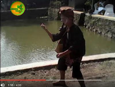 Vidio Ki Lengser Mini dalam acara mapag pengantin Sunda di Cibogo, Subang
