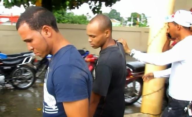 Turba detiene y golpea presuntos atracadores en Salcedo