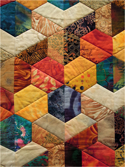 Quilt Inspiration: Quilts of illusion: tumbling blocks : half hexagon quilt - Adamdwight.com