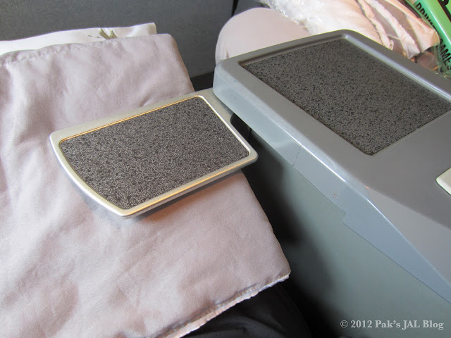 AA 767-200 business class seat cocktail table