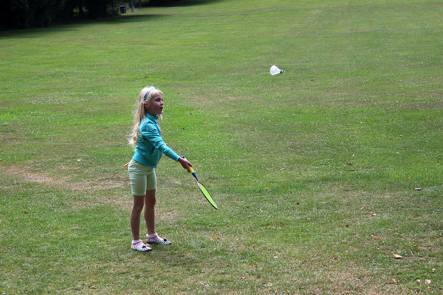 badminton-sessions-girl-playing-on-grassy-field-todaymyway.com