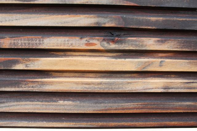 szlifierka rolkowa bosch, jak odnowić drewniane elementy w ogrodzie, szlifowanie drewna, ryflowane deski jak malować, jak dbać o drewno