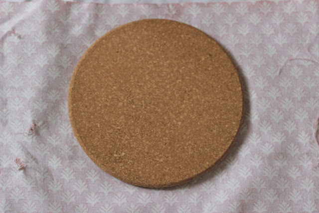 Diy+how+to+cover+a+cork+board+with+fabric 6