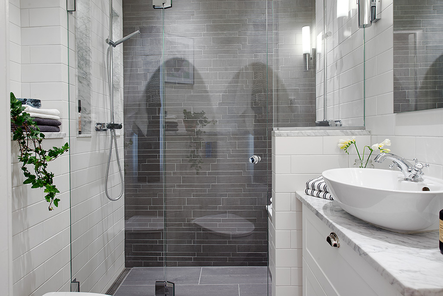 Grey bathroom - Banos chicos ...