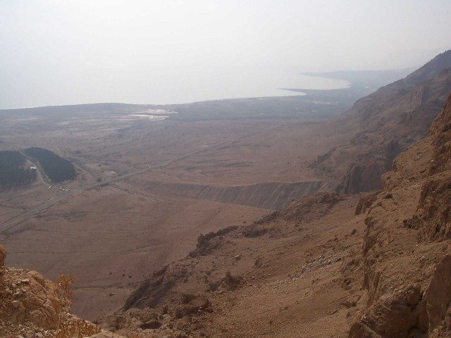 Фото - ссылка: Идо Тадмор танцует на Мертвом море (см. погода в Эйн-Бокек)