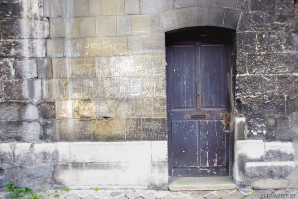 aliciasivert, alicia sivertsson, rouen, france, frankrike, church door, kyrka, kyrkodörr, port, klotter