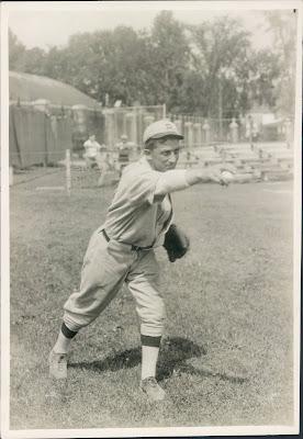 נפתלי תומאס משכיל לאיתן משחק בייסבול