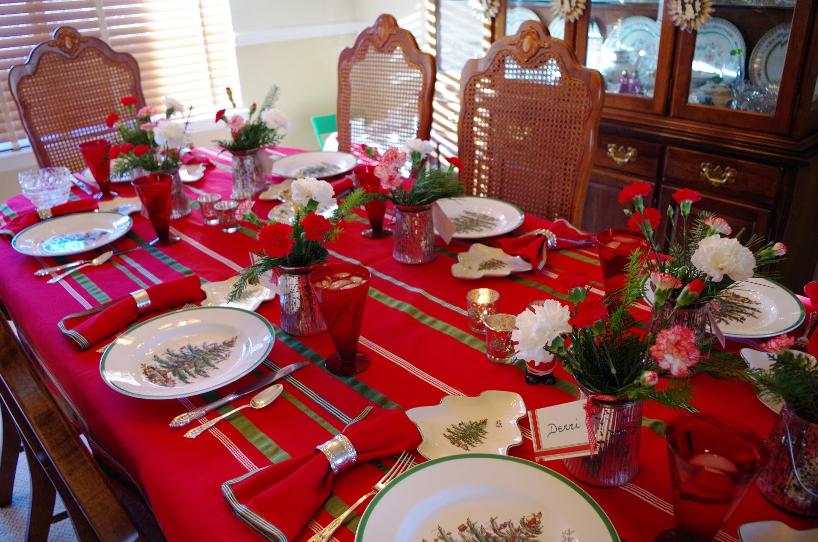 Ideas i cant keep to myself welcome christmas with friends at our dining table is set with a favorite tablecloth from crate barrel never seen again gosh that store is so hit or miss our red glasses are from solutioingenieria Images
