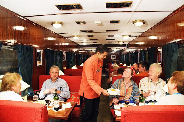 Toa nhà hàng Victoria train
