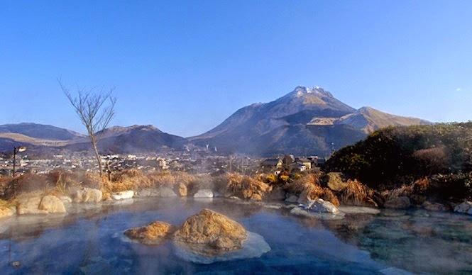 Lake of mineral water to a sauna in Ooita Yufuin - Photo ebisuya