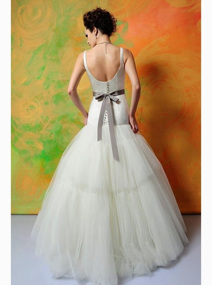 Vestido de Novia sin Mangas, con Tirantes, Cinturon y Flor Negra