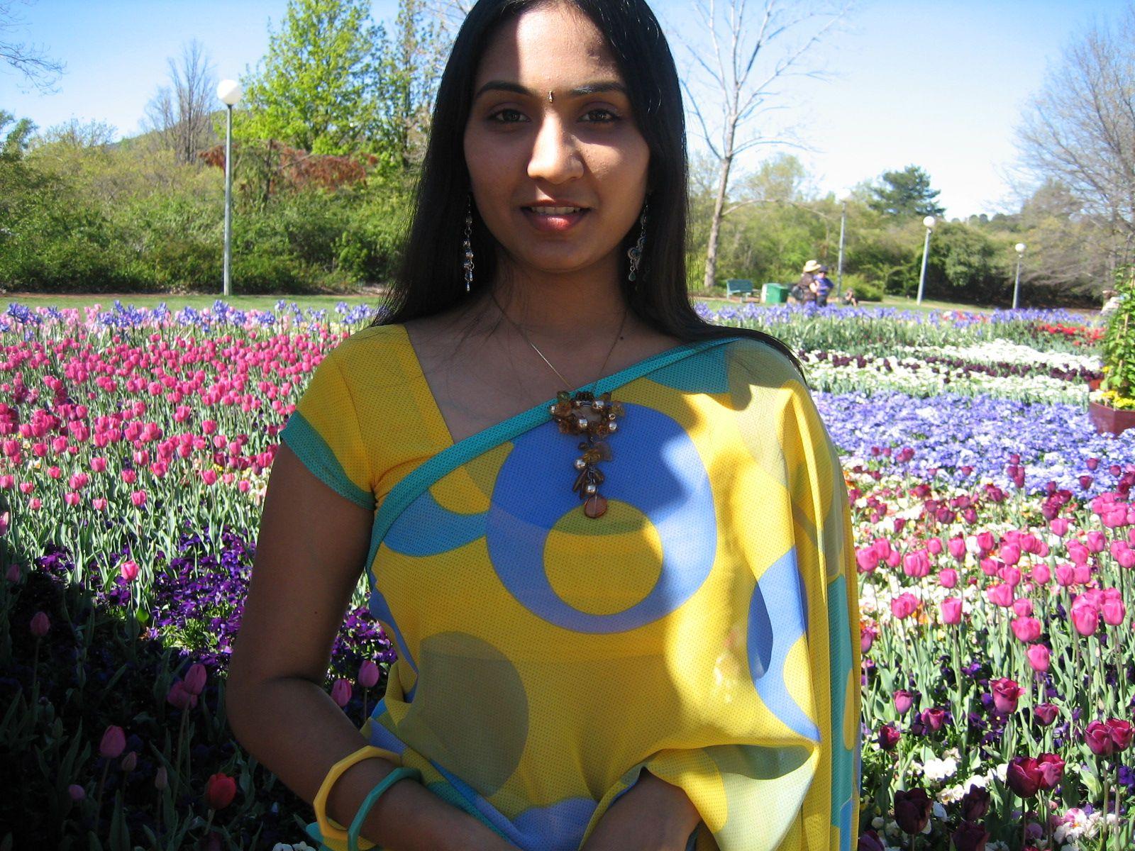 transparent saree indian bhabhi