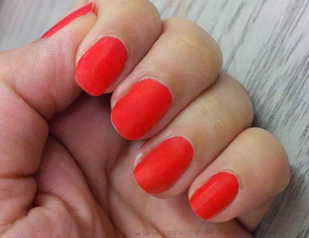 elianto nail color tangy orange