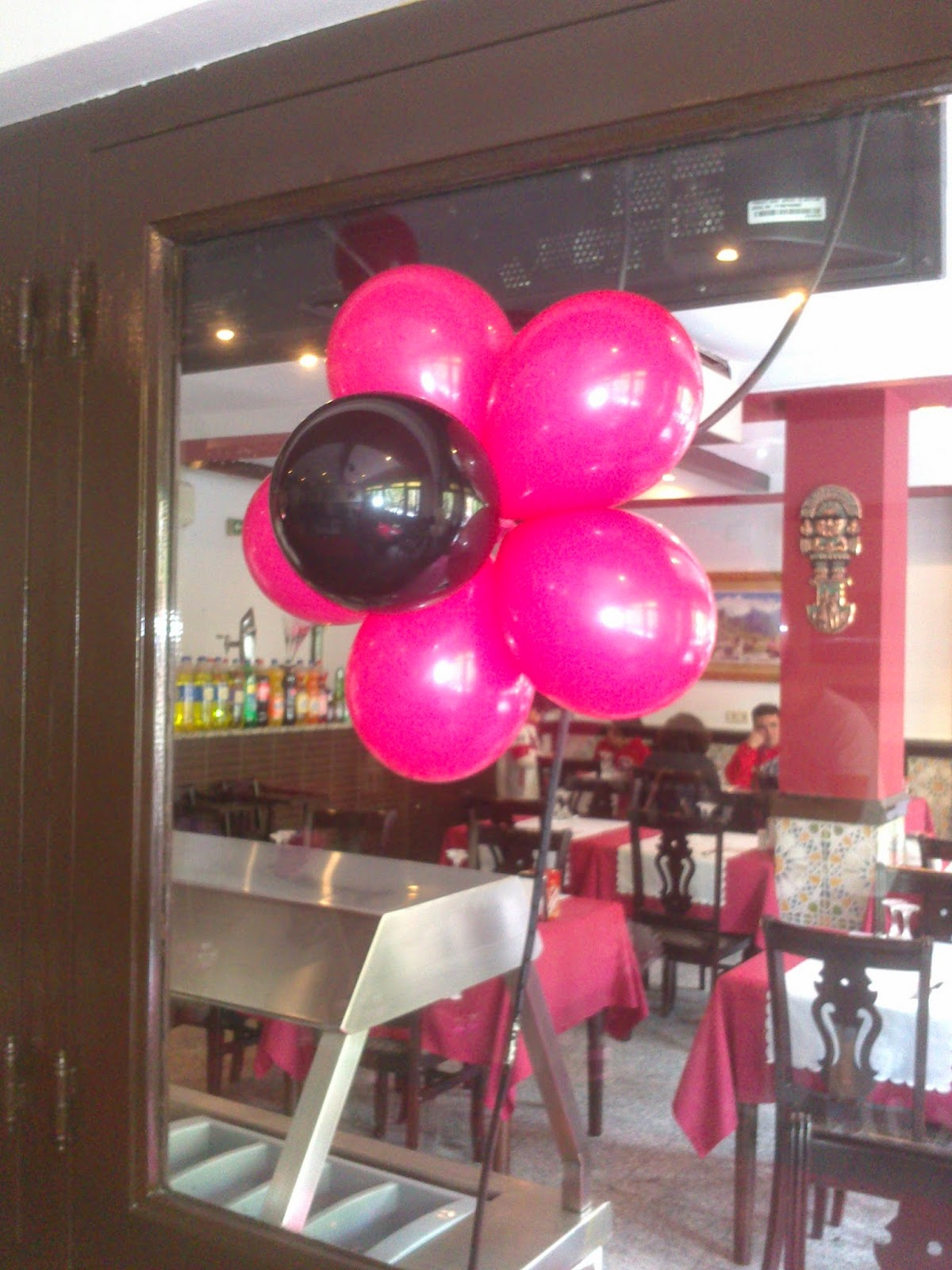 Globos y otros globos decoraci n de cumplea os en fucsia for Decoracion para pared fucsia
