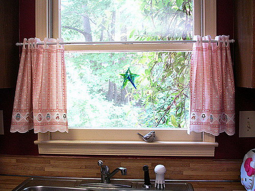 Elegant Home Designs: Choosing Modern Kitchen Curtains That Match ...