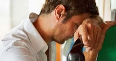 """فى غضون 24 ساعة.. عقار""""كيتامين""""يخلص مريض الاكتئاب من 60% من أعراضه  - رجل حزين مكتئب محبط تعيس شاب - sad guy man depressed"""