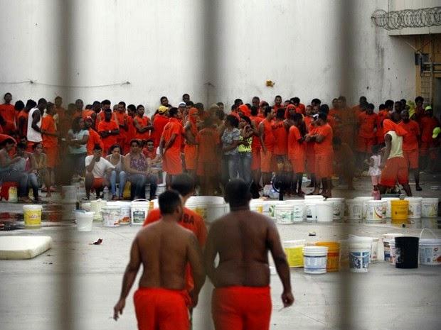 Detentos do pavilhão 10 do presídio de Feira de Santana mantém parentes como reféns (Foto: Ed Santos/Acorda Cidade)