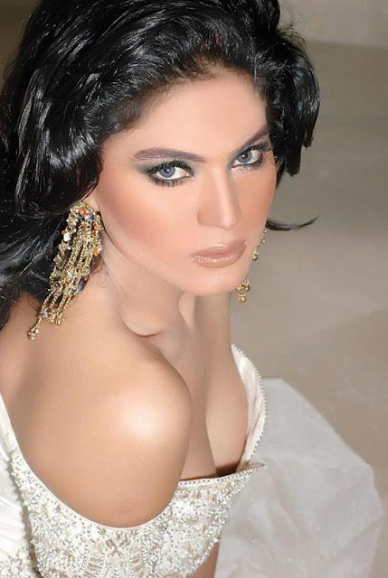 Veena Malik hot clevage