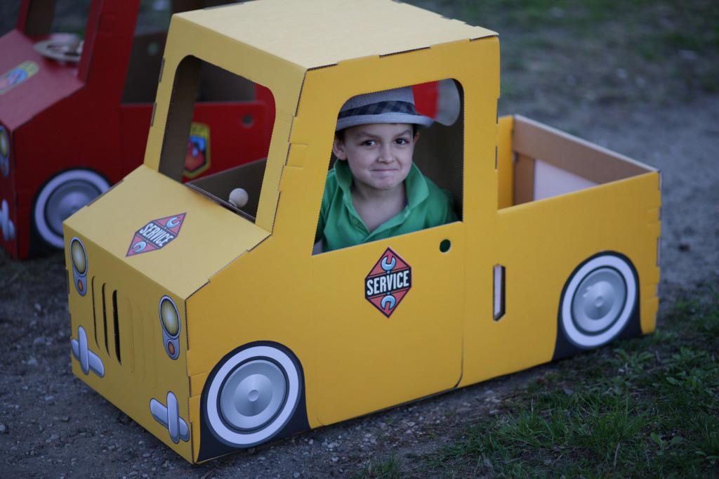 Как сделать машину из коробки для детей своими руками 84