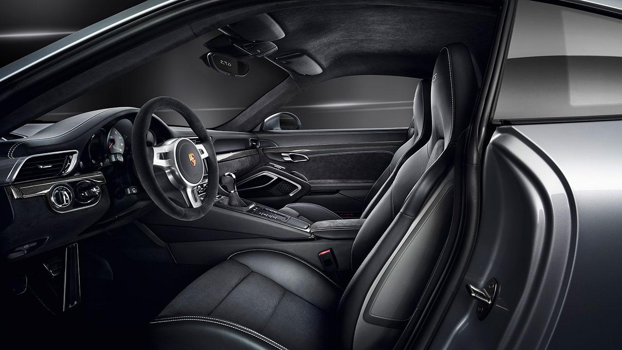 Porsche 911 Carrera GTS Coupé interior