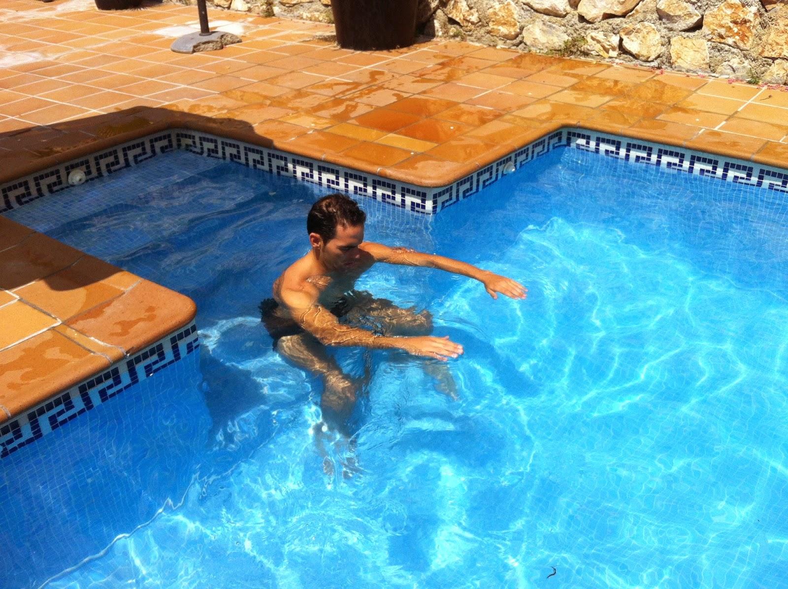 Mis30diarios circuito de tonificaci n en piscina for Ejercicios espalda piscina