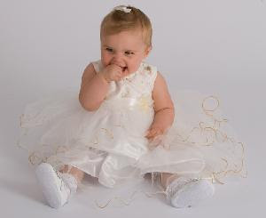 White Dress  Girls on Wedding Dresses    Baby Bridesmaid Dresses