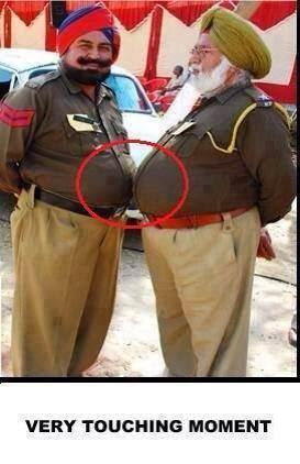 touching-moment-indian-police-funny-photo