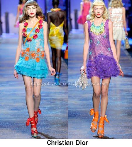 къси роклички с къдрици