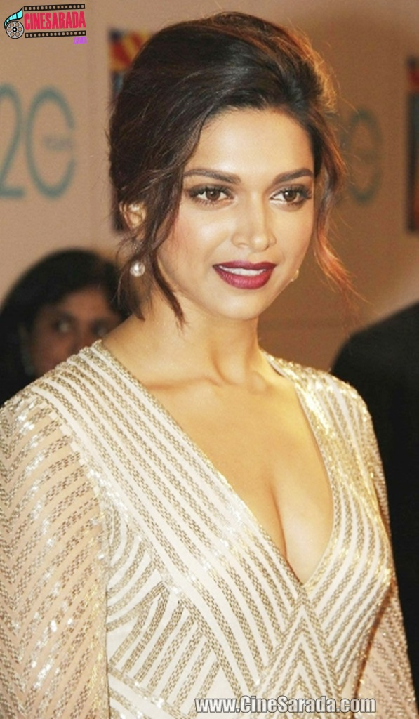 Deepika Padukone Removed Saree Showing Her Hot Ass Semi Nude Fake