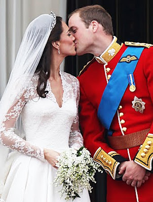 foto ciuman Kate Middleton dan Pangeran William