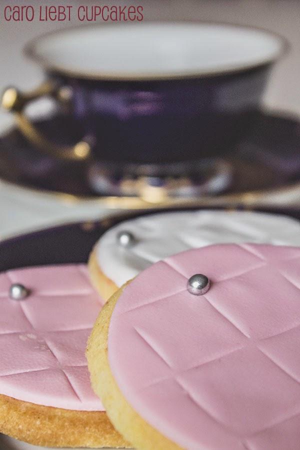 caro liebt cupcakes rezept fondant kekse f r den kaffeeklatsch mit der besten freundin. Black Bedroom Furniture Sets. Home Design Ideas