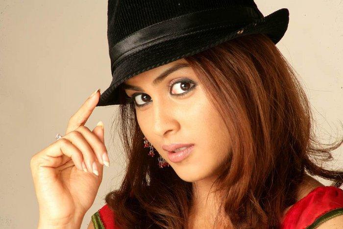 Genelia Cute Stills Actress Wallpapers