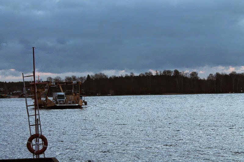 In attesa del traghetto per Ivön