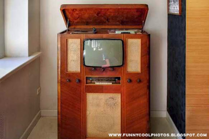 TV with Home Theatre in Old Days