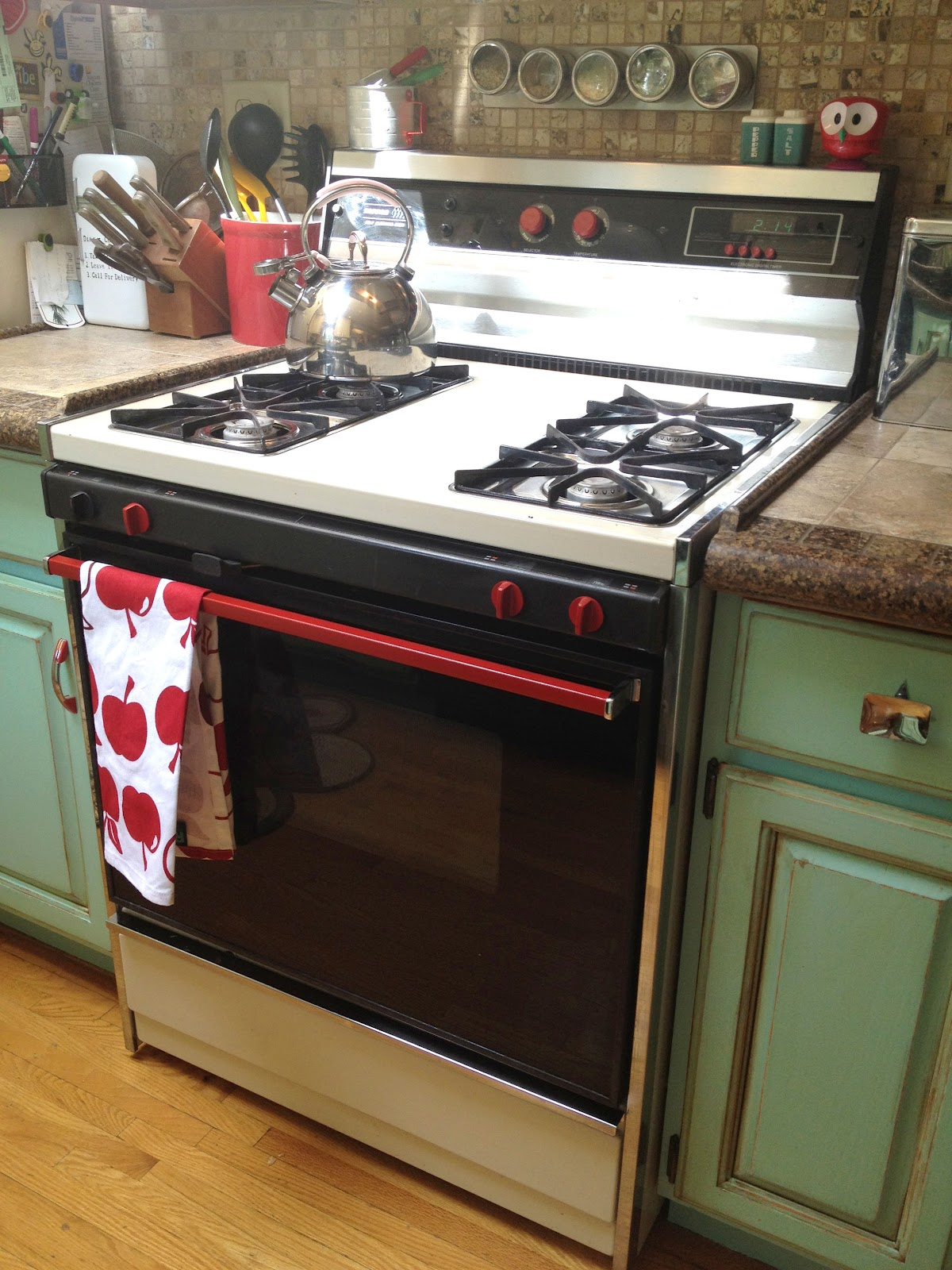 Id mommy painting appliances my 1950 39 s style kitchen for 50s style kitchen appliances